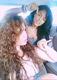 beauty youtuber andreaschoice and sister brittany