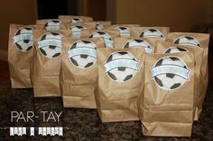 soccer snack bags- great for soccer themed birthday party or team snacks. free printable tags, just add players names. Kids Soccer Snacks, Soccer Treats, Sports Snacks, Team Snacks, Soccer Gifts, Soccer Moms, Soccer Stuff, Sports Games, Soccer Birthday Parties