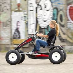 You can find all BERG Go-karts and Trampolines online. 4 Wheel Bicycle, Go Kart Frame, Homemade Go Kart, Go Kart Plans, Diy Go Kart, Karts, Custom Car Interior, Drift Trike, Unique Toys