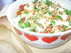 Ruokaisa feta-papusalaatti - Kotikokki.net - reseptit Feta, Salsa, Mexican, Ethnic Recipes, Red Peppers, Gravy, Salsa Music, Restaurant Salsa, Dip