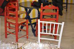 Dale un toque de feria a tu evento con casetas, mesas pintadas a mano y comida típica andaluza.  #Events #Feria #Decoration #Food Roman Soldiers, Painted Tables, Events, Food
