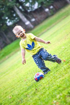 Маленький футболист!