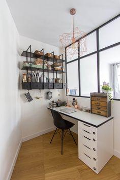 Mathilde Chesneau architecte - appartement Paris 19ème / bureau / verrière / caisson alex Ikea / étagères falsterbo ikea / suspension cuivre house doctor /