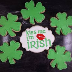 GIVEAWAY!  Leave a comment on this post to be entered to win this set of St.  Patrick's Day cookies.  Winner must pick up tomorrow in Bradford, Ontario.  There are 2 sets available, one for my Instagram followers and one for my Facebook followers.  Winners will be announced at 10:30 tonight! Good luck!  #sweethandmadecookies #customcookies #decoratedcookies #designercookies #cookies #bradfordontariocookies #torontocookies #torontodecoratedcookies #gtacookies #gtadecoratedcookies…