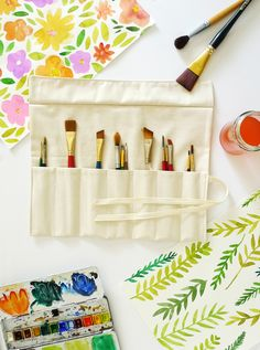 Erin made a nifty art supply organizer using our organic Natural Twill and tape – how handy! http://organiccottonplus.com/blogs/news/18061168-nifty-art-supply-organizer