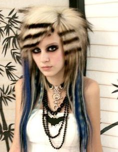 Well, if you think that you are emo on the inside and want to reveal that part of yourself to the world, look no further! Here are our top 50 emo hairstyles for girls that will help you in your quest for some non-conformist hair reinvention. Teenage Girl Haircuts, Teen Girl Hairstyles, Rock Hairstyles, Older Women Hairstyles, Scene Hairstyles, Weird Hairstyles, Hairstyle Ideas, Choppy Hairstyles, Gothic Hairstyles