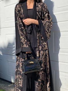 Abaya Fashion, Muslim Fashion, Modest Fashion, Fashion Outfits, Classy Fashion, Luxury Fashion, Modern Abaya, Abaya Designs, Mode Hijab