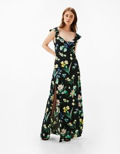 Vestido largo flores. Descubre ésta y muchas otras prendas en Bershka con nuevos productos cada semana