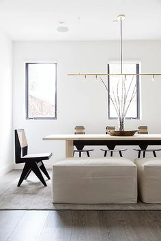 Dining room furniture ideas that are going to be one of the best dining room design sets of the year! Get inspired by these dining room lighting and furniture ideas! Minimalist Dining Room, Minimalist Home, Minimalist Apartment, Home Interior, Modern Interior, Interior Design, Interior Styling, Modern Decor, Luxury Interior