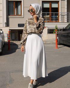 🌟 Love this Outfit ❤ 🌟 – Hijab Fashion Modern Hijab Fashion, Street Hijab Fashion, Modesty Fashion, Hijab Fashion Inspiration, Fashion Mode, Muslim Fashion, Mode Inspiration, Skirt Fashion, Fashion Outfits