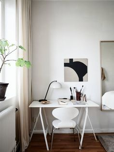 The beams in the design of this small one-bedroom apartment in Goteborg are not without reason - it is located in a former industrial building, and the ✌Pufikhomes - source of home inspiration Home Desk, Home Office Space, Home Office Decor, Office Spaces, White Apartment, One Bedroom Apartment, Workspace Inspiration, Interior Inspiration, Design Inspiration