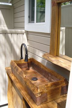 Another great back porch or greenhouse sink.this is awesome. Small Backyard Gardens, Modern Backyard, Rustic Backyard, Outdoor Sinks, Outdoor Kitchens, Wood Sink, Potting Tables, Greenhouse Plans, Greenhouse Heaters