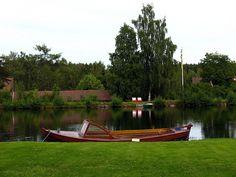 Velho barco em Sundborn, na província de Dalarna, Suécia.  Fotografia: Vilseskogen no Flickr.