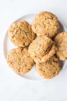 Gluten Free Vegan Do-Si-Dos: a healthy copycat of your favorite Girl Scout peanut butter sandwich cookie that's perfect for dessert or for a snack! And the dough is ridiculously addictive!    fooduzzi.com recipe