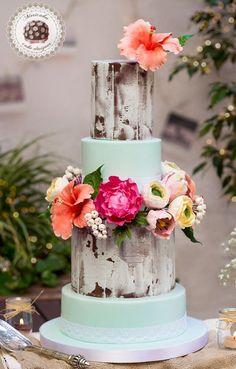 tarta de boda, wedding cake, hibiscus, peony, ranunculus, tulip, fondant, lace, rustic, mericakes, flores de azúcar, sugarcraft, fondant, cupcakes, macarons, mesa dulce, sweet table, lirios del valle, decapado, pickled wood, eventos barcelona, bodas 2015, amazing cakes, repostería creativa, pastelería de diseño .
