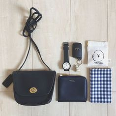 Minimalist Bags - My Minimalist Living What's In My Purse, Whats In Your Purse, What In My Bag, What's In Your Bag, My Bags, Purses And Bags, What's In My Backpack, Inside My Bag, Magic Bag
