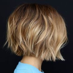 60 Best Short Bob Haircuts and Hairstyles for Women - - Choppy Shaggy Bob With Blonde Highlights Shaggy Bob Hairstyles, Shaggy Bob Haircut, Bob Haircuts For Women, Short Bob Haircuts, Medium Hairstyles, Braided Hairstyles, Layered Haircuts, Haircut Short, Celebrity Hairstyles
