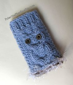 An adorable Owl bag for iPhone / iPod.  Available to be custom made for any mobile gadget, hand knit by Polar1Butterfly