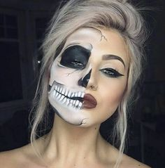 10 Gorgeous Halloween Makeup Looks. This is a round-up of some of the most stunning Halloween makeup. Get all of the Halloween makeup inspiration you need! Costume Halloween, Cool Halloween Makeup, Pretty Halloween, Halloween Inspo, Halloween Party, Easy Halloween, Vintage Halloween, Halloween Skeletons, Halloween Crafts