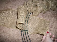 Burlap ribbon wreath tutorial-I want to try this for Halloween or Christmas