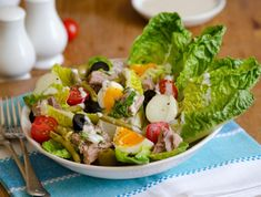 Try our quick and easy tuna nicoise salad filled with nutrition. Add some Schwartz parsley, peppercorn and garlic seasoning to lift the flavours! Traditional French Recipes, Classic French Dishes, French Food, Salat Nicoise, Tuna Nicoise Salad, Beef Bourguignon, Easy French Recipes, Steamed Spinach, Cooking Green Beans