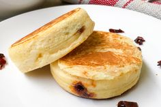 How to Make McDonald's Inspired Griddled Maple-Flavoured Pancake Buns Maple Syrup Nutrition, Asian Food Channel, Maple Syrup Recipes, Baking Buns, Breakfast Burger, Baked Pancakes, Batter Recipe, Bread Bun