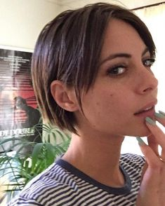 These 23 Inverted Bob Haircuts Are Trending in 2019 - Style My Hairs Inverted Bob Haircuts, Layered Bob Hairstyles, Bob Hairstyles For Fine Hair, Willa Holland, Gossip Girl, Kids Bob Haircut, Bobs For Thin Hair, Bright Blonde, Balayage Hair