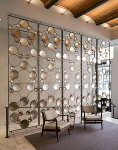 Room Divider Idea - Artist Christophe Côme created a 'Bubble Screen', made from iron, industrial crystal and molded glass lenses, that is art and also functions as a room divider in the lobby of a New York building. Partition Screen, Divider Screen, Partition Walls, Hanging Room Dividers, Sliding Room Dividers, Verre Design, Glass Design, Screen Design, Scandinavian Design