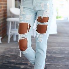 Jasne jeansy z dziurami dostępne na jazzmin.pl