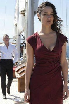 Bérénice Marlohe est Sévérine dans Skyfall en 2012.