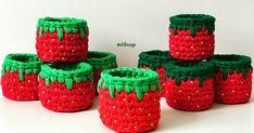 Aprenda como fazer cesto de fio de malha pra várias funções: cachepôs, organizadores, porta-trecos e muito mais! Confira mais de 30 modelos com passo a passo! Crochet Bowl, Crochet Basket Pattern, Knit Basket, Crochet Patterns, Diy And Crafts, Arts And Crafts, Embroidery Bags, T Shirt Yarn, Chrochet