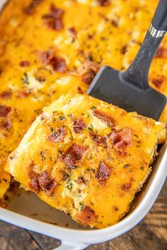 Low-Carb Crack Chicken Casserole - crustless quiche with chicken, cheddar, bacon & ranch Low-Carb Crack Chicken Casserole - seriously delicious! Crack Chicken, Chicken Bacon, Magic Chicken, Cooked Chicken, Rotisserie Chicken, Chicken Spices, Chicken Eggs, Chicken Pasta, Chicken Casserole
