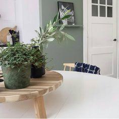 Kleur 'Duif', gemengd bij de Gamma. Tray Skogsta van Ikea. Prachtig plaatje weer van @milou_nieuwenhuis