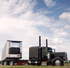 Black Peterbilt w/ reefer