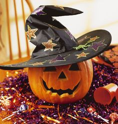 Pumpkin Chapeau - Plop a witch hat on a pumpkin for a quick table decoration. If your pumpkin isn't carved, you can draw a face on it with permanent marker. Spooky Halloween Crafts, Halloween Decorations To Make, Halloween Witch Hat, Halloween Jack, Halloween Party Decor, Holidays Halloween, Vintage Halloween, Halloween Pumpkins, Happy Halloween