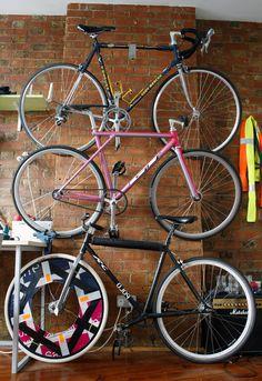 Tres bicis pared