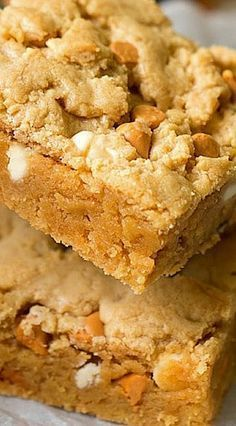 These cake mix peanut butter cookie brownies are great! Rich peanut butter flavor with white chocolate chips that is an ooey gooey dessert. Brownie Recipes, Cookie Recipes, Dessert Recipes, Bar Recipes, Spice Cake Mix Recipes, Cream Recipes, Peanut Butter Desserts, Peanut Butter Brownies, Recipes