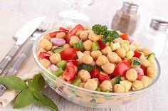 Rasant. Auch der Sommersalat mit Kichererbsen ist blitzschnell zubereitet. (© Thinkstock via The Digitale)