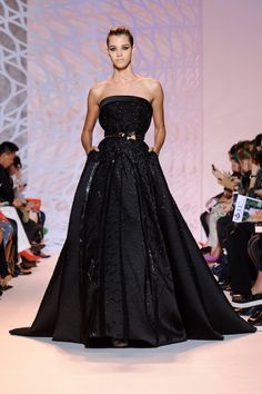 Pin for Later: Warning: Dangerous Curves Ahead at Zuhair Murad Zuhair Murad Haute Couture Fall 2014