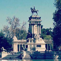 Monumento a Alfonso XII en el Retiro. Monumento to Alphonse XII King of Spain in El Retiro Gardens
