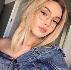 trendy glasses makeup looks eyeglasses New Glasses, Girls With Glasses, Makeup With Glasses, Girl Glasses, Glasses Outfit, Blonde With Glasses, People With Glasses, Fake Glasses, Fashion Eye Glasses