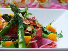Salade printannière d'asperges vertes à la mangue et au jambon cru et à la mangue