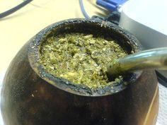 Los increíbles beneficios de la yerba mate en la salud Tomar la infusión de la yerba mate ha formado parte de la tradición gastronómica de varias sociedades del Cono Sur desde tiempos antiguos.