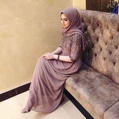 How To Dress For Weddings & Special Occasions - Hijab Fashion Inspiration Hijab Evening Dress, Hijab Dress, Hijab Outfit, Evening Dresses, Islamic Fashion, Muslim Fashion, Modest Fashion, Champagne Formal Dresses, Dress Formal