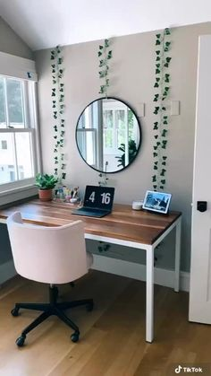 Cute Bedroom Decor, Room Design Bedroom, Room Ideas Bedroom, Teen Bedroom Desk, Ikea Room Ideas, Bedroom Ideas For Small Rooms, Student Bedroom, Neon Bedroom, Girls Room Design