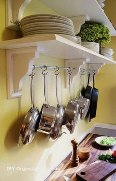 Do you have so many pots and pans that you can't find what you are looking for? Here are 30 super easy organizing and storage ideas to get your kitchen organized. These are simple kitchen organizing ideas that can be Small Kitchen Organization, Kitchen Storage Solutions, Organization Ideas, Smart Kitchen, Kitchen Things, Pan Storage, Storage Ideas, Shelving Ideas, Open Shelving
