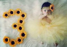 perfect for baby birthday invitations! 3 Month Old Baby Pictures, Monthly Baby Photos, Monthly Pictures, Baby Girl Photos, Cute Baby Pictures, Newborn Pictures, Baby Kalender, Baby Poses, Foto Baby