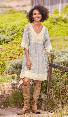 SHORT AND SWEET DRESS -- Our easy-fit dress boasts a patchwork of prints with embroidery and ladder lace embellishments. Sizes XS S to M to L to XL Approx. Boho Outfits, Cute Outfits, Fashion Outfits, Washi Dress, Boho Dress, Dress Up, Moda Boho, Patchwork Dress, Kurta Designs