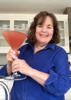 Ina Garten Shares a Recipe For a Giant Cosmopolitan Cocktail Cosmopolitan Cocktail Recipes, Georgia, Cranberry Juice Cocktail, How To Make Ramen, George Burns, Barefoot Contessa, Pink Drinks, Kris Jenner, Happy Hour