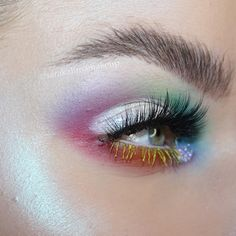 Happy Pride Month people! This is a repost from last year, all the deets in the original post! Also this is a recreation of @alexandra.clare 's beautiful look.  #makeup #mua #makeupartist #sarakalimamakeup #rainbow #rainbowmakeup #pride #pridemonth #eotd #motd #alchemistpalette